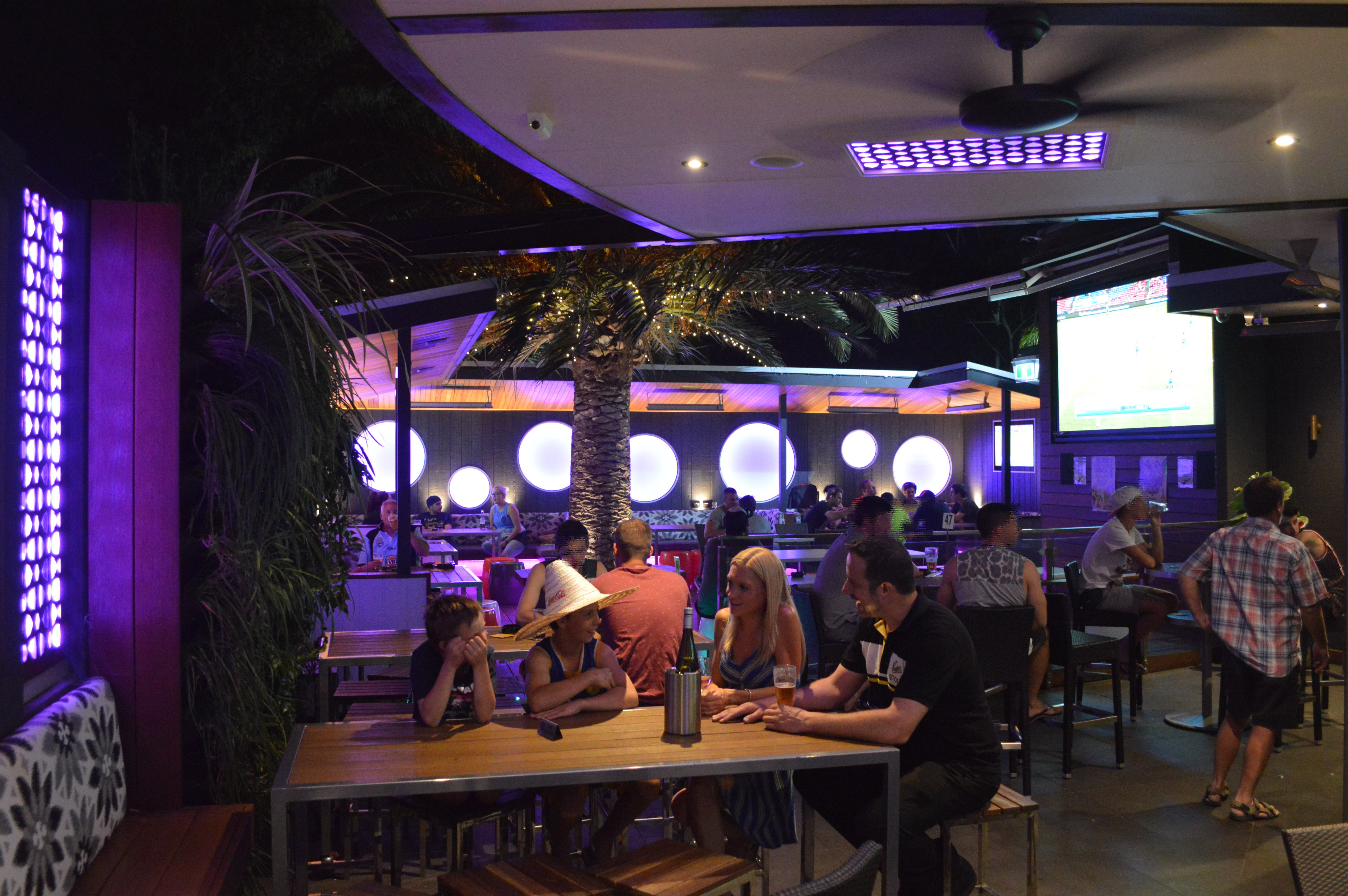 All day dining palm deck for Sports bars palm beach gardens